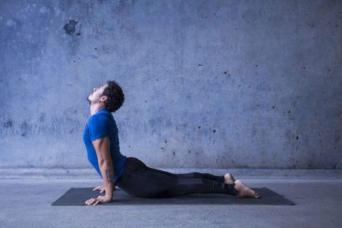 4-mouvements-yoga-meilleure-vie-sexuelle-libido-chien-haut-sante-intime