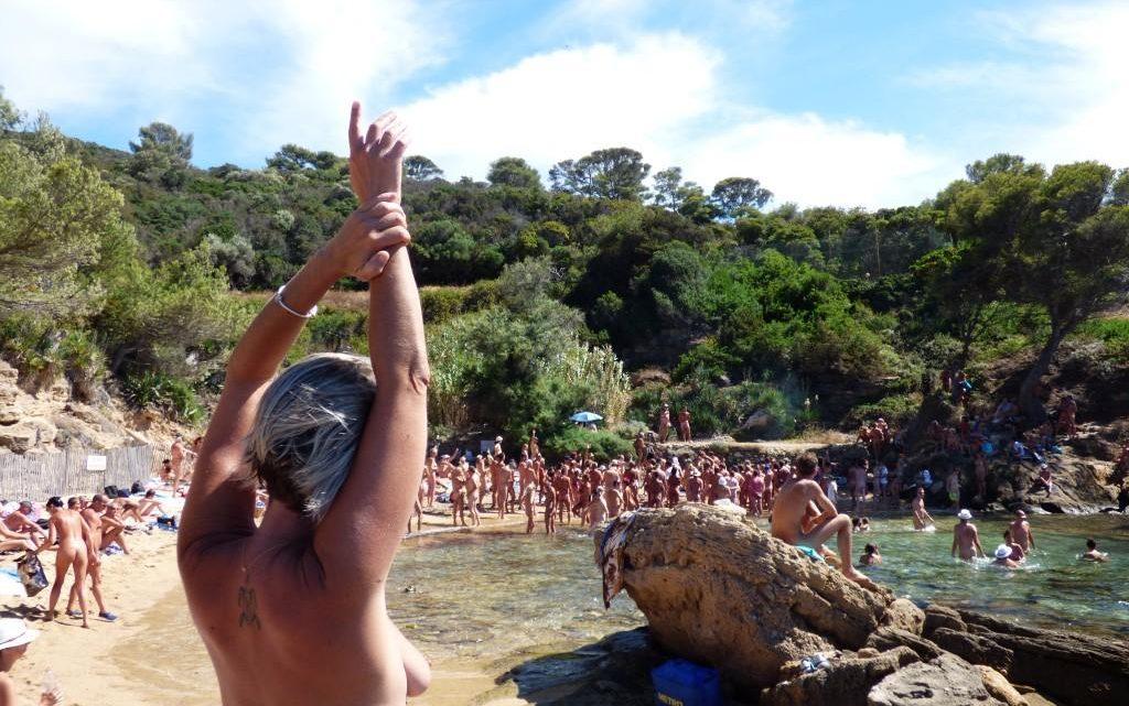 Bronzer tout nu : comment se protéger du soleil ?