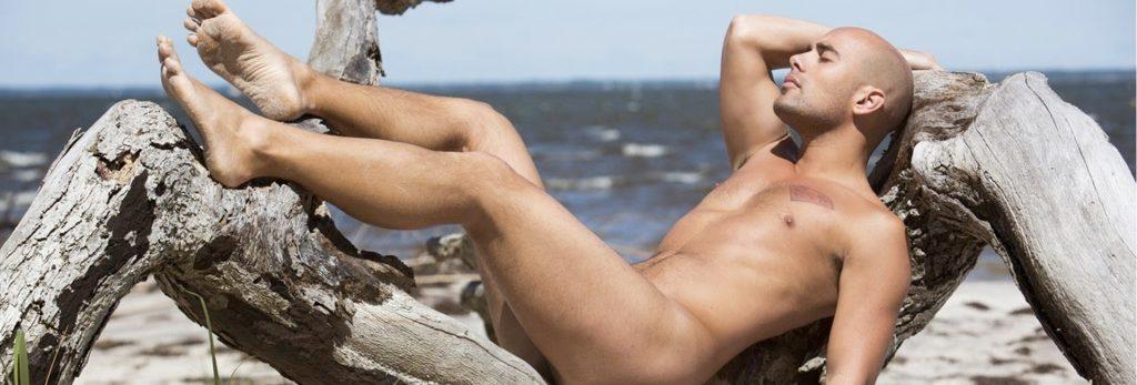 homme-naturiste-bronzage-nu-santé-intime